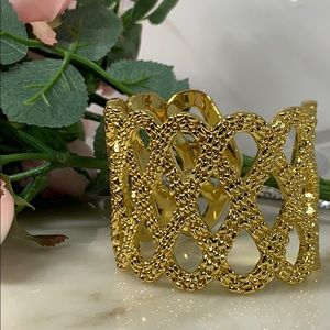 🌺Lilly Pulitzer Gold Cuff